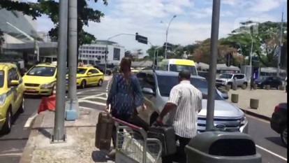 Cláudia Cruz desembarca no Aeroporto Santos Dumont (RJ)