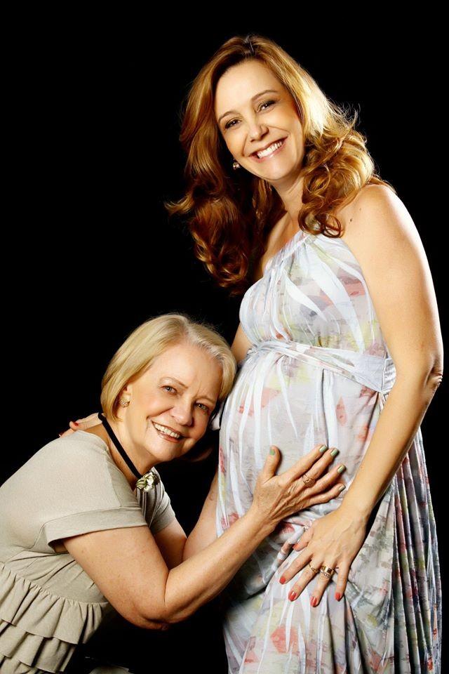 Sandra esperando o Henrique, com a mãe Sandra Medeiros (Foto: Arquivo Pessoal)