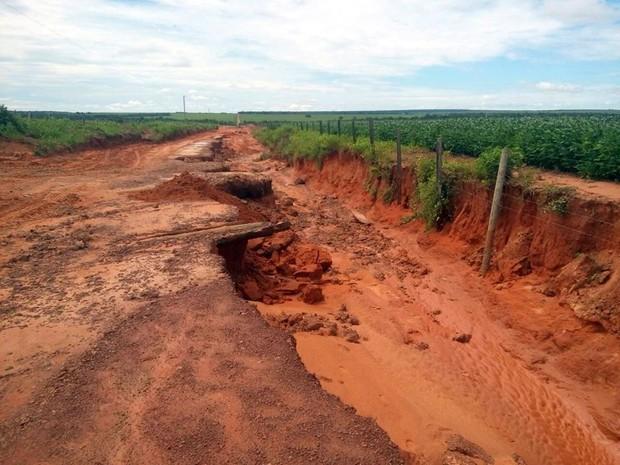Estradas vicinais em São José do Xingu estão intransitáveis (Foto: Associação dos Municípios do Araguaia/ Divulgação)