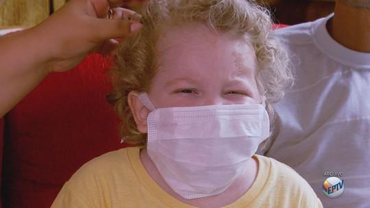 Vaquinha na internet tenta ajudar menino com síndrome rara em MG