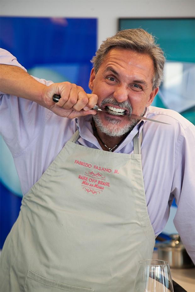 O jurado do Bake Off Brasil – Mão na Massa tem fama de exigente (Foto: Marcos Rosa/  Ed. Globo)