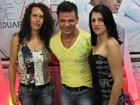 Eduardo Costa recebe fãs no camarim (Divulgação/RPC TV)