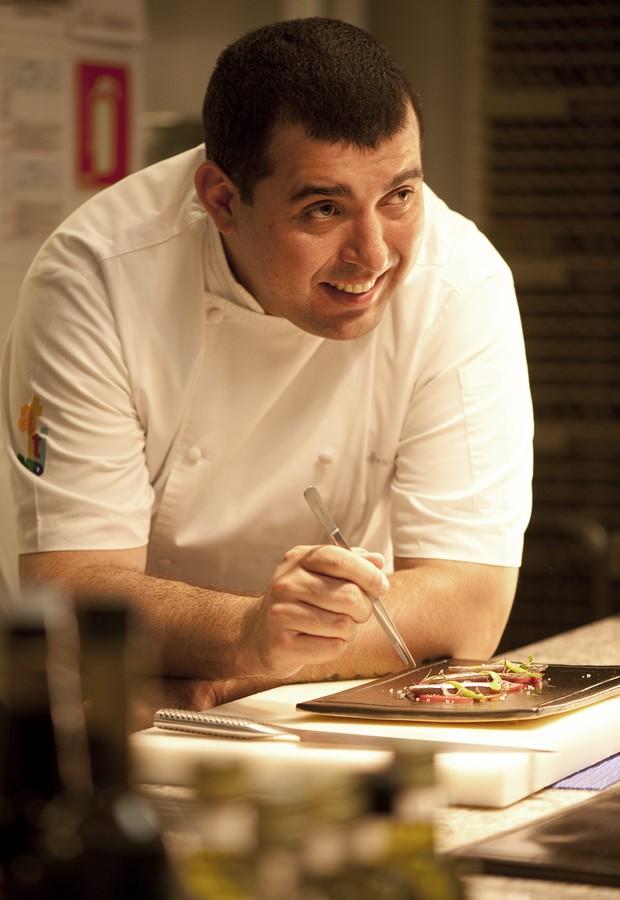 O chef Jefferson Rueda, que comanda o restaurante Attimo (Foto: Iara Venanzi / Editora Globo)