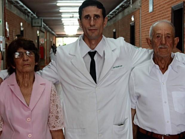 Resultado de imagem para Lavrador estuda por 19 anos e realiza sonho de ser médico em Minas Gerais