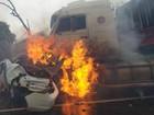 Dois morrem após carro pegar fogo em colisão perto de Santa Vitória, MG