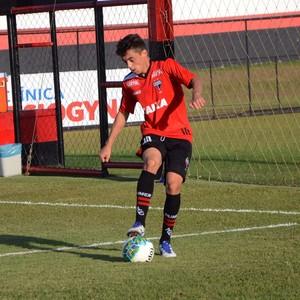 Matheus Ribeiro, lateral do Atlético-GO (Foto: Comunicação/Atlético-GO)