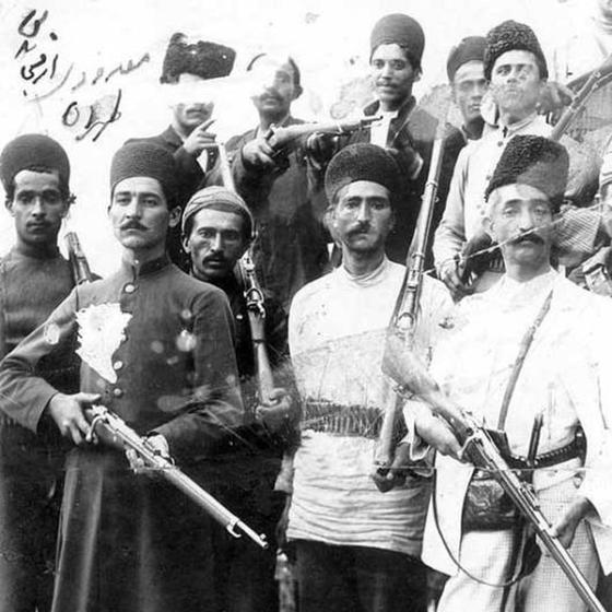Integrantes da revolução Constitucionalista.Entre 1905 e 1911 a luta era paraconter o poder do xá (Foto:  Paul Fearn / Alamy Stock Photo)