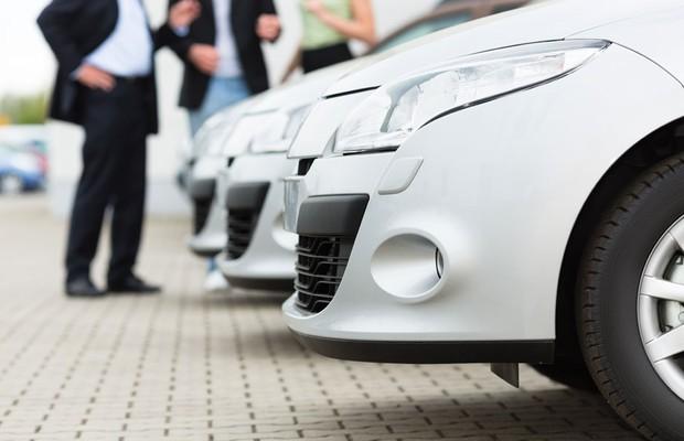 Dê atenção aos interessados em comprar o carro e informe detalhes do veículo (Foto: Shutterstock)