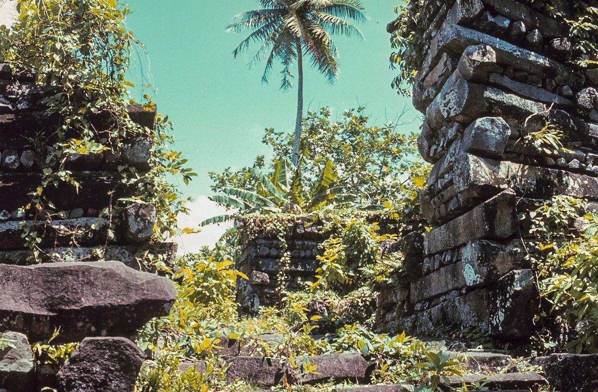 Quase desconhecida, Nan Madol é uma das maravilhas do mundo antigo (Foto: Domínio Público)