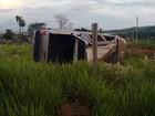 Criminosos capotam caminhonete após roubo em Itaú de Minas, MG