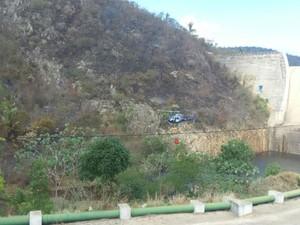 Helicóptero é usado para combater fogo na Serra Santa Cruz (Foto: Divulgação/Sema)