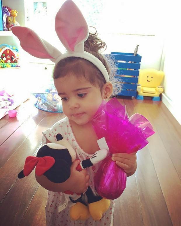 Nívea Stelmann mostra a filha, Bruna, vestida de coelhinha (Foto: Instagram / Reprodução)