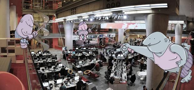 A pedido da BBC Brasil, o artista e seus personagens 'invadiram' a redação da BBC, em Londres (Foto: Lucas Levitan)