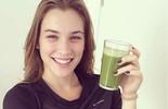 Marcela Fetter revela segredos da boa forma e ensina como fazer suco detox
