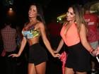 Fernanda D'Avila ensina truque da cinturinha fina para ex-BBB Anamara