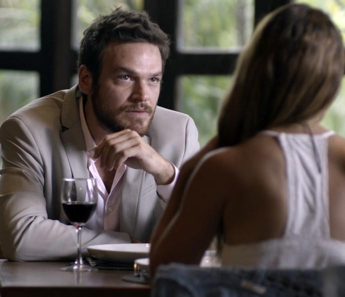 Pedro conta os seus planos para Melissa (Foto: TV Globo)