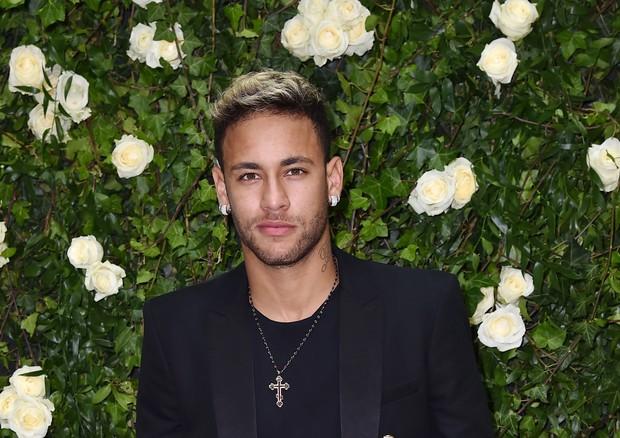 Neymar deixando o desfile da Balmain de verão 2018 (Foto: Jacopo Raule/Getty Images )