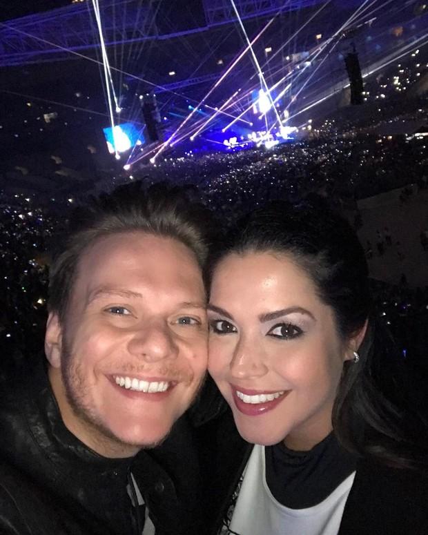 Michel Teló e Thais Fersoza assistem ao show de Justin Bieber (Foto: Reprodução / Instagram)