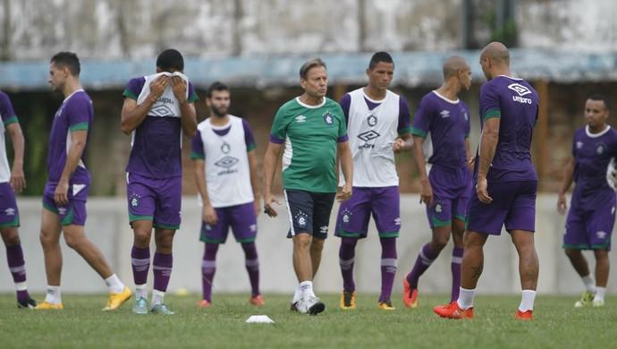 Waldemar Lemos comandou um treino coletivo na manhã desta quinta-feira (Foto: Cláudio Pinheiro/O Liberal)
