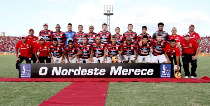 Campinense, campeão da Copa do Nordeste de 2013 (Foto: Magnus Menezes / Jornal da Paraíba)