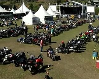 Encontro de motos em Penedo (Foto: Reprodução RJTV 2ª Edição)