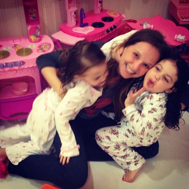 Fernanda Rodrigues com maysa, filha da tânia mara, e sua filha (Foto: Instagram / Reprodução)