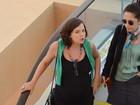 Prestes a dar à luz, Regiane Alves exibe barrigão em passeio no Rio