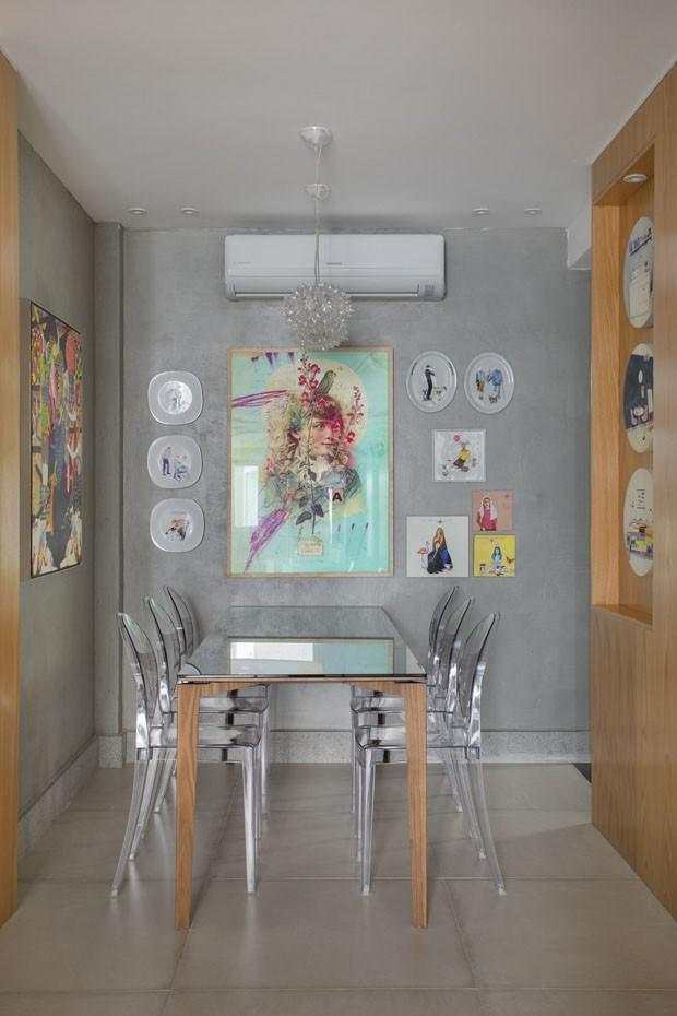Praticidade e cores vivas em lar no Leblon