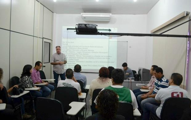 Profissionais da Rede Amazônica Acre assistem a palestra sobre a cobertura nas Olimpíadas e eleições (Foto: Murilo Lima)