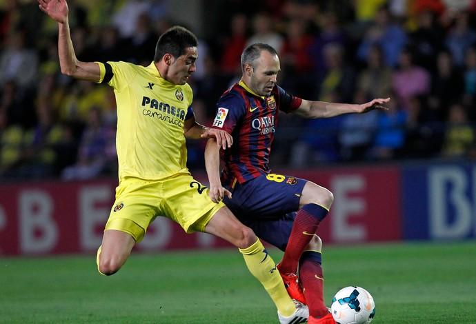 Bruno Soriano e Iniesta, Villarreal x Barcelona (Foto: AP)