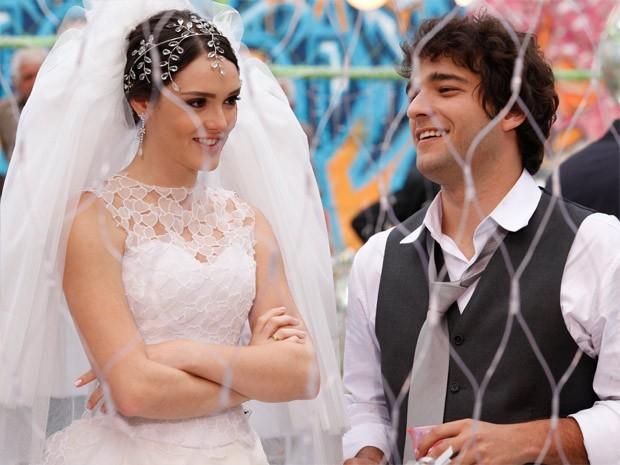 Cida e Elano: só alegria depois do casamento. É muito amor! (Foto: Cheias de Charme / TV Globo)