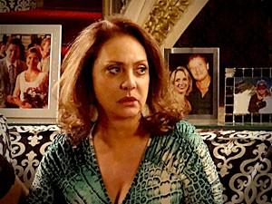 Nina entra no radar de Muricy mais uma vez (Foto: Avenida Brasil/TV Globo)