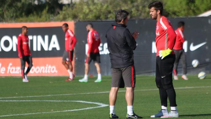 Argel conta com volta do goleiro Alisson (Foto: Eduardo Deconto)