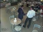 Empresário suspeito de fraudes em Ribeirão dá envelope a vereador; vídeo