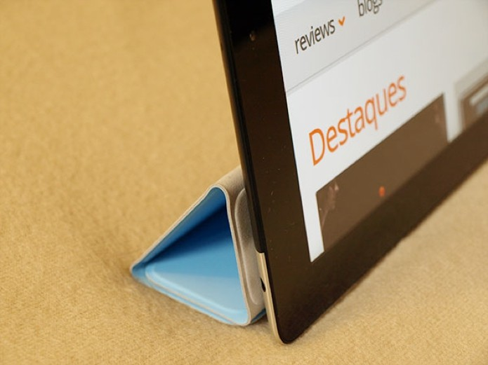 Smart Cover: além de uma capa inteligente, serve de apoio ao iPad 2 (Foto: Alessandro Salvatori)