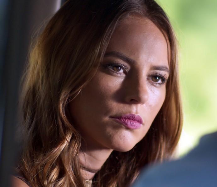 Melissa escuta atentamente o plano de Pedro (Foto: TV Globo)
