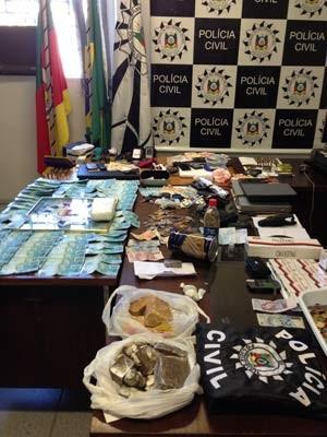 Material apreendido em operação policial em Pelotas e Canguçu (Foto: Luize Baini/RBS TV)