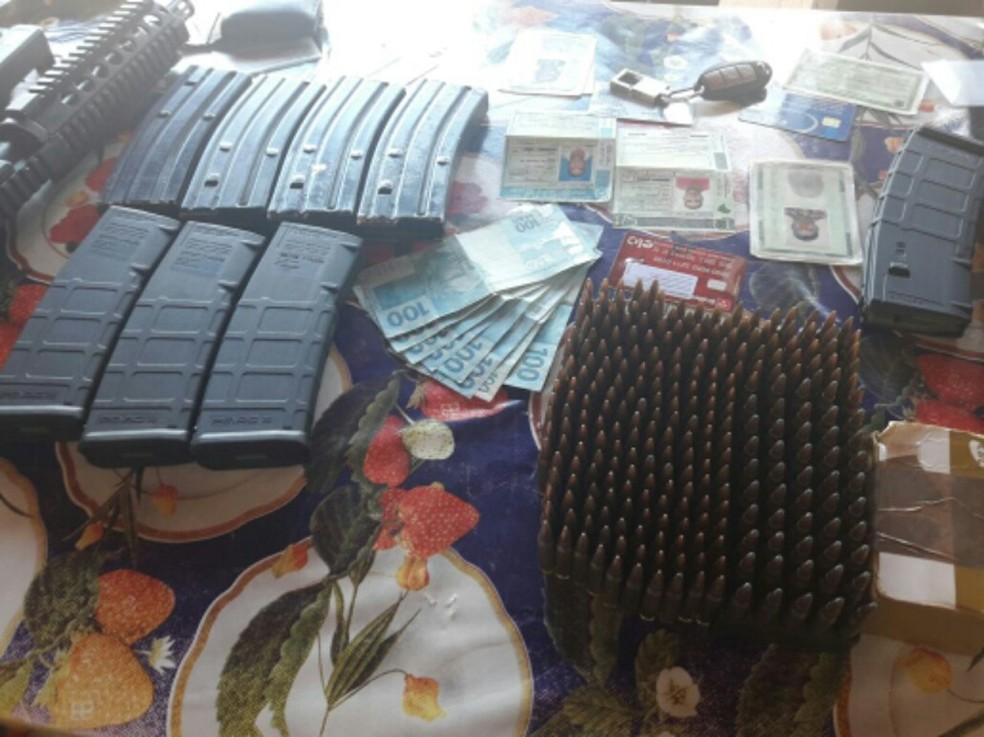 Material apreendido com presos em Matupá (MT) (Foto: Divulgação/Polícia Mililitar de MT)