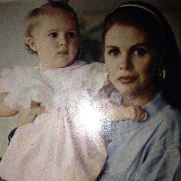 Monique Evans com a filha, Bárbara Evans, pequenininha (Foto: Instagram)