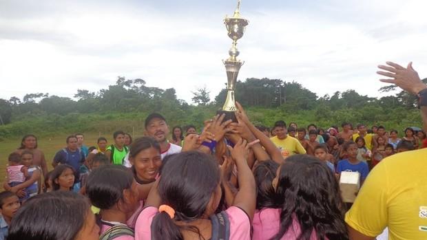 Índios Wajãpi disputam seletiva dos Jogos Indígenas do Amapá (Foto: Cliver Campos/Agência Amapá de Notícias)
