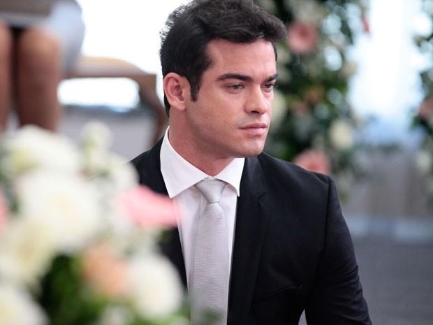 Sidney Sampaio concentrado para fazer o noivo, Elias (Foto: Pedro Curi/TV Globo)