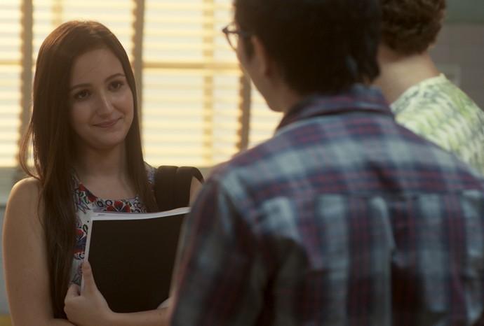 Nanda se oferece para estudar com Hideo (Foto: TV Globo)