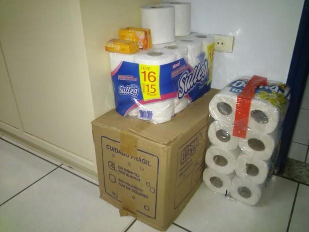 Pais e alunos fizeram doações de materiais para escola de Piracicaba (Foto: Wesley Justino/EPTV)