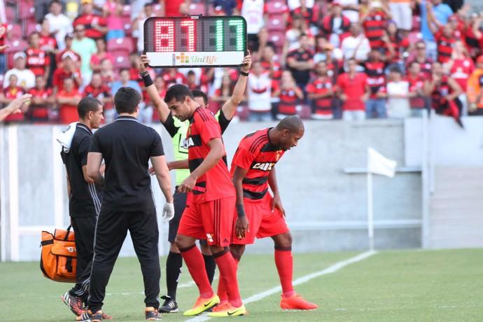 Diego Souza Edmilson Sport x Flamengo (Foto: Adelson Costa/Agência O Dia/Estadão Conteúdo)