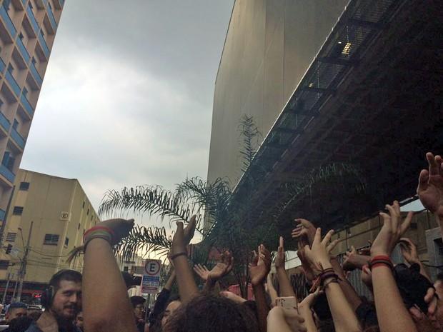 Polícia não aparece e estudantes comemoram no Centro Paula Souza, em São Paulo (Foto: Gabriela Gonçalves/G1)