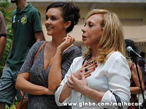Elvira não segura a emoção ao ver Jozino dançando no palco (Foto: Malhação / TV Globo)