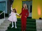 Rafa Justus vai toda estilosa à festa do filho caçula de Luciana Gimenez
