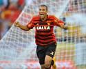 Neto Baiano supera Moreno e é o autor do gol mais bonito do Brasileiro