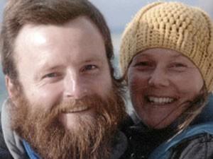 Ciclistas ingleses Peter Root e Mary Thompson, vítimas de adicente automobilistico na Tailândia (Foto: AP)