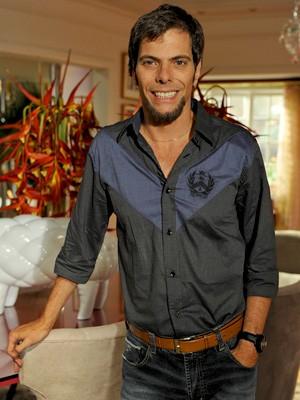 Laércio é o 'anjo da guarda' de Chayene (Foto: Cheias de Charme / TV Globo)